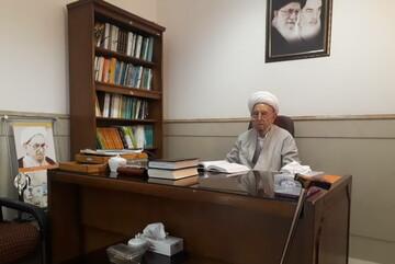 آیت الله امینی در محل کار خود حاضر شد+ عکس