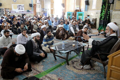 تصاویر/ نشست سیاسی با موضوع «بررسی مهم ترین مسائل منطقه ای و داخلی» در مدرسه علمیه معصومیه
