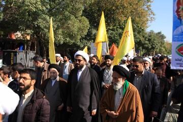 حضور حوزویان همدانی در راهپیمایی ۱۳ آبان
