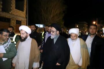 فیلم/ بازدید شبانه امام جمعه تبریز از روستای زلزله زده ورنکش