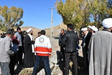 تصاویر/ حضور امام جمعه سراب در میان زلزله زدگان