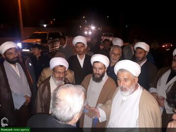 بالصور/ حضور علماء الدين وطلاب العلوم الدينية في المناطق المتضررة من الزلزل بمدينة ميانة الإيرانية