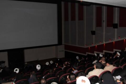 تصاویر/ حضور طلاب همدانی در اکران فیلم «منطقه پرواز ممنوع»