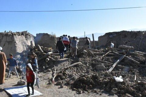 حضور امام جمعه سراب در میان زلزله زدگان