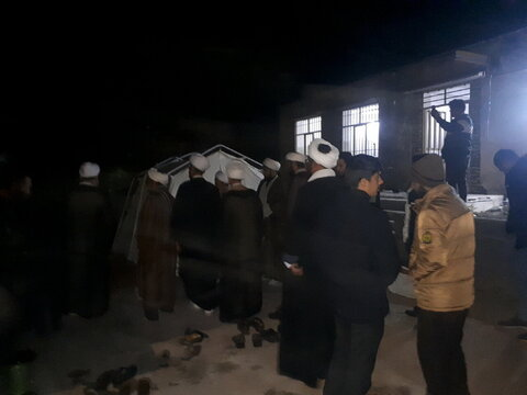 حضور روحانیون و طلاب میانه در مناطق زلزله زده