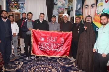 اعضای موکب زینبیون به دیدار خانواده شهید جاویدالاثر مدافع حرم رفتند