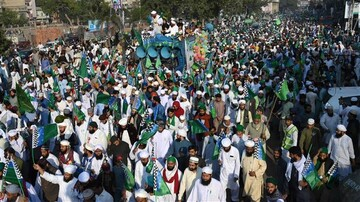 Pakistani Muslims mark birth anniversary of Prophet Muhammad