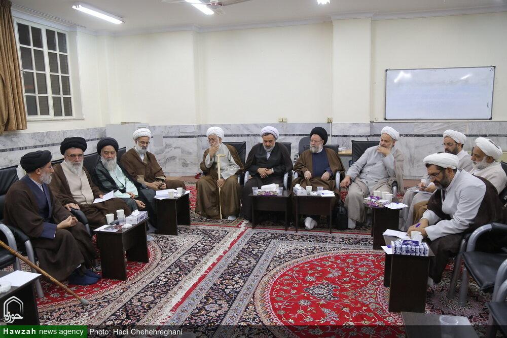 تصاویر/ برگزاری کمیسیونهای اجلاسیه اساتید سطوح عالی حوزههای علمیه در مدرسه دارالشفاء-۱