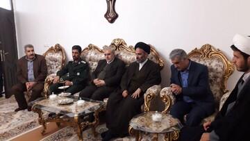 مسئولان سلماس به دیدار خانواده شهید اهل سنت رفتند+ عکس