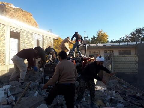 خدمت رسانی طلاب و روحانیون میانه به مردم زلزله زده