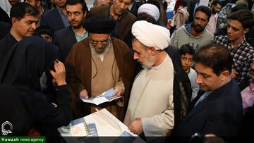 تصاویر/ بازدید مدیر حوزه علمیه اصفهان از چهاردهمین نمایشگاه کتاب
