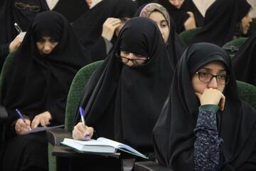 برگزاری کارگاه عفاف و حجاب  با شرکت خواهران طلبه خرم آبادی