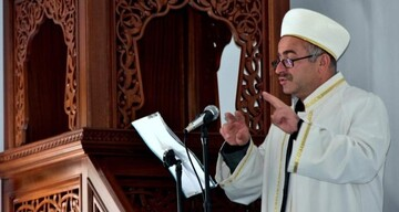 مبلغ دینی  که به خاطر ناشنوایان زبان اشاره آموخت