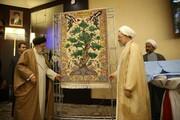 تابلو فرش مقاومت و سند چشم انداز مجمع تقریب مذاهب در افق ۱۴۱۴ رونمایی شد