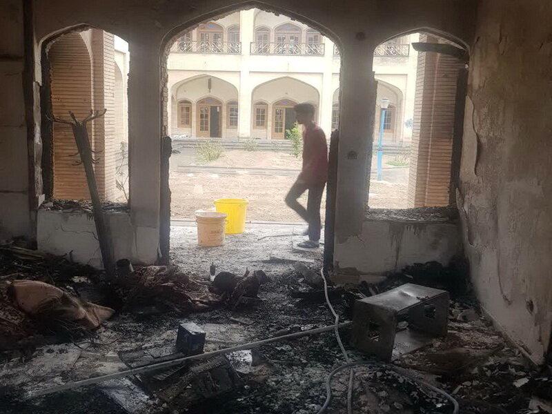 اراذل و اوباش حوزه علمیه کازرون را آتش زدند+ عکس