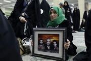 بالصور/ مراسم الاحتفاء بمقام شهداء المدافعين عن المقدسات في مدينة همدان الإيرانية