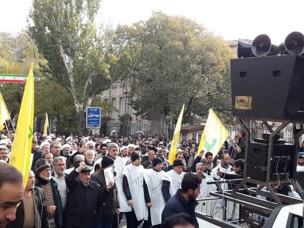 تبریزی ها کفن پوش به خیابان آمدند+ عکس