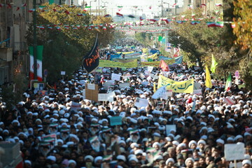 تصاویر/ خروش انقلابی مردم قم در حمایت از اقتدار و امنیت کشور-۳
