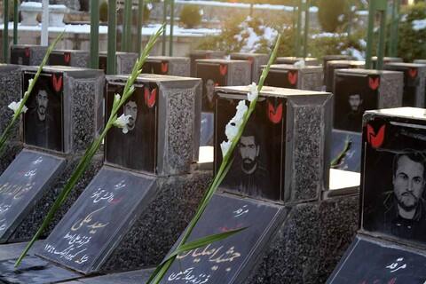مراسم عطرافشانی و غبارروبی گلزار شهدای همدان به مناسبت هفته بسیج