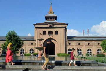 پس از 109 روز تعطیلی، مسجدجامع کشمیر بازگشایی شد