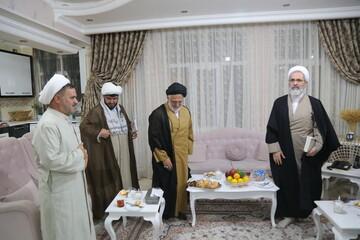 تصاویر/ حضور آیت الله اعرافی در منزل دو روحانی جانباز و آزاده