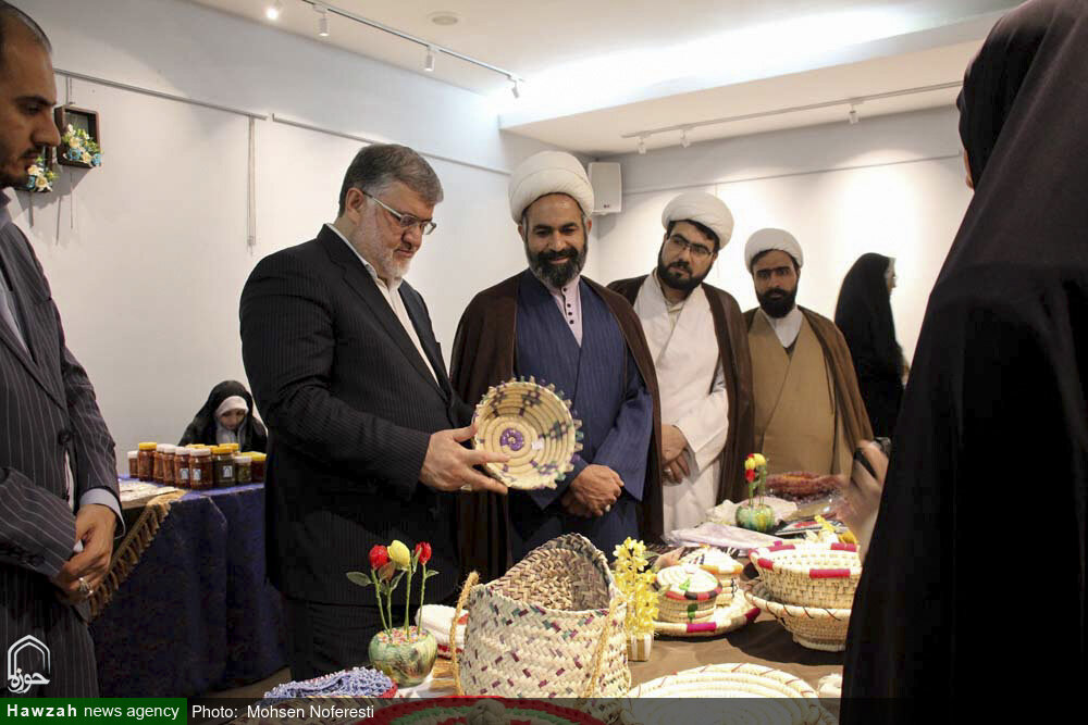 تصاویر/ اولین نمایشگاه صنایع دستی و توانمندی های همسران و خانواده روحانیون خراسان جنوبی