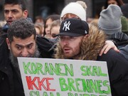 جمعی از مردم نروژ علیه اسلام ستیزی در کنار مسلمانان ایستادند