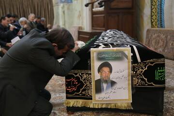تصاویر / مراسم وداع با پیکر مرحوم آیت الله سید ابوالفضل میرمحمدی در مسجد معصومیه قم