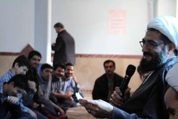 امام جمعه همدان به میان دانش آموزان رفت