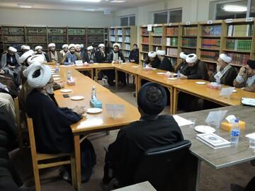 تصاویر/ نشست نقد و  ارزیابی مبانی معرفتی ناصرالدین البانی در مدرسه علمیه ولیعصر(عج) تبریز