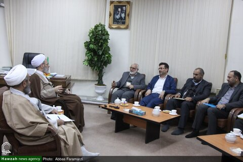 بالصور/ رئيس لجنة الإمام الخميني(ره) للإغاثة يلتقي بآية الله الأعرافي بقم المقدسة