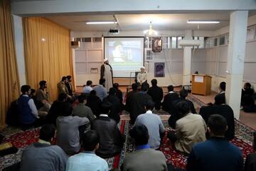 تصاویر/ نشست سیاسی با موضوع بررسی حوادث اخیر در مدرسه علمیه مهدی موعود(عج)