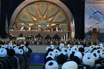 آیت الله اعرافی و مدیران حوزه همیشه در دسترس حوزویان بوده و هستند