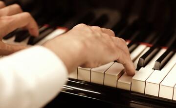 حکم کسب درآمد از راه نواختن موسیقی