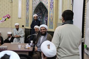 تصاویر/ جلسه پرسش و پاسخ طلاب همدانی با نماینده ولی فقیه در استان