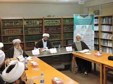 تصاویر/ نشست نقد و رونمایی از کتاب ابوالاحرار در مدرسه علمیه ولیعصر(عج) تبریز