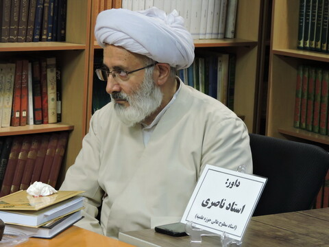 تصاویر/ نشست نقد و رونمایی از کتاب ابوالاحرار در مدرسه علمیه ولیعصر(عج)