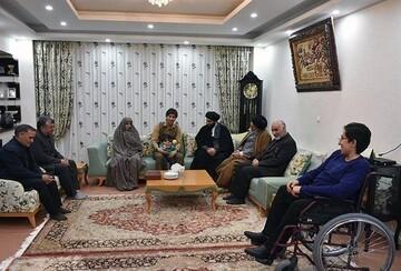 نماینده ولیفقیه در کردستان با خانواد شهید اماناللهی دیدار کرد