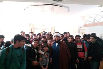 دانش آموزان قروه ای از مدرسه امام صادق (ع) بازدید کردند+ عکس