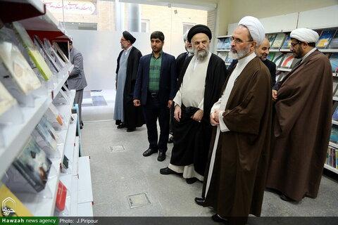 بالصور/ آية الله الأعرافي يتفقد مركز دراسات الحوزة والجامعة بقم المقدسة