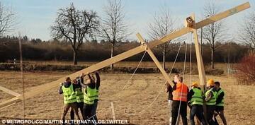 افراطیون آلمان 10 صلیب بزرگ در محل ساخت مسجد نصب کردند