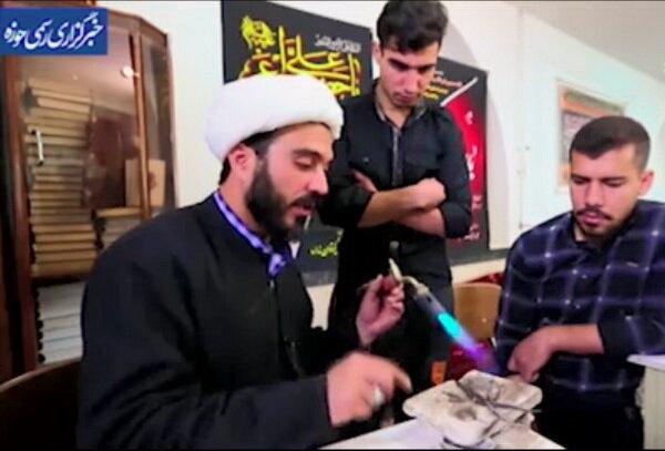 فیلم| طلبه حافظ قرآن که در کنار تبلیغ انگشتر هم میسازد