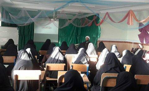 معاون فرهنگی حوزه های علمیه خواهران استان از برگزاری کارگاه روش سخنرانی دینی