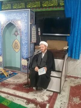 طلاب مدرسه امام خمینی(ره) ماکو پای درس اخلاق نشستند