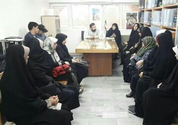 """نشست نقد کتاب """"قربانی طهران"""" در قم برگزار شد"""