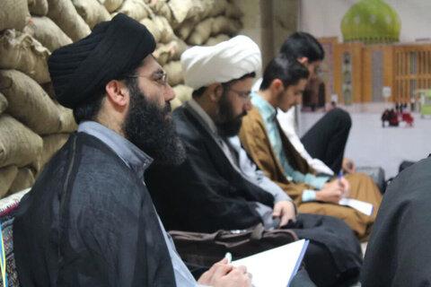 بالصور/ إقامة ورشة للتعليم الخطابة في مدرسة الإمام الصادق (ع) العلمية في مدينة قروة الإيرانية