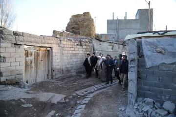 تصاویر/ پیگیری وضعیت اسکان زلزله زدگان میانه توسط نماینده ولی فقیه در استان آذربایجان شرقی