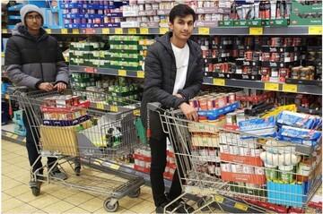 کمک مسلمانان هادرزفیلد انگلستان به نیازمندان