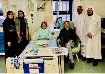 مسلمانان بلک برن انگلستان به عیادت بیماران بستری رفتند