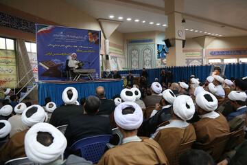 تصاویر/ نشست صمیمی طلاب و روحانیون خراسان شمالی با استاد قرائتی